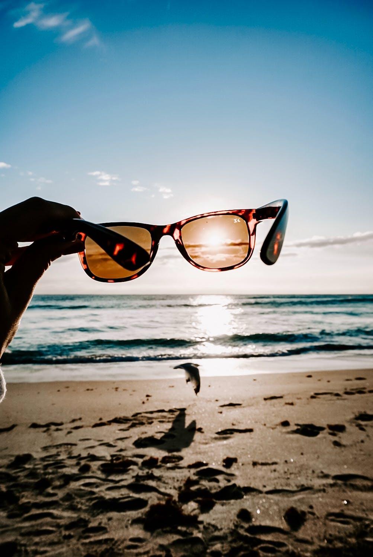 Solbriller ved strand