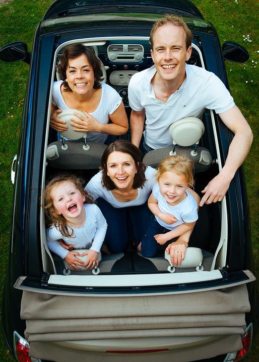 Familie i bil