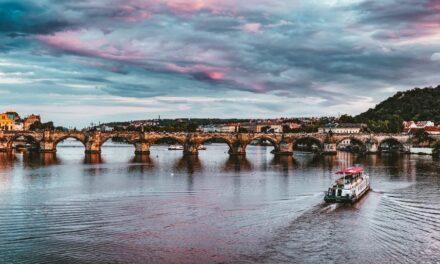 Overrask din mor med en fødselsdag i Prag
