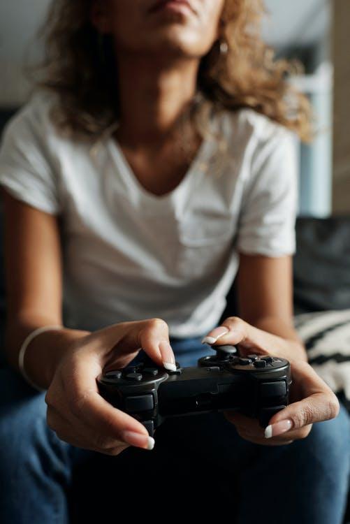 Kvinde der gamer