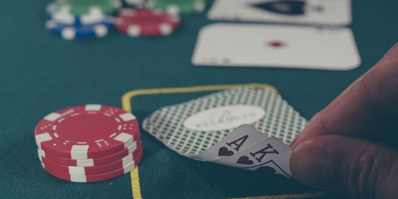 Slap af med et spil poker – uanset hvor du er